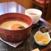 栗林公園近くの甘味茶寮ほとりで、白味噌あんもち雑煮をいただく