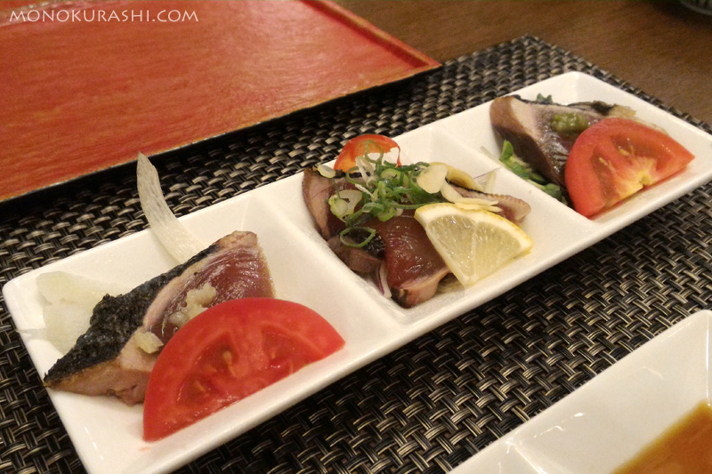 足摺テルメ「夕食は品数少なめ 椿コース」のカツオのタタキ