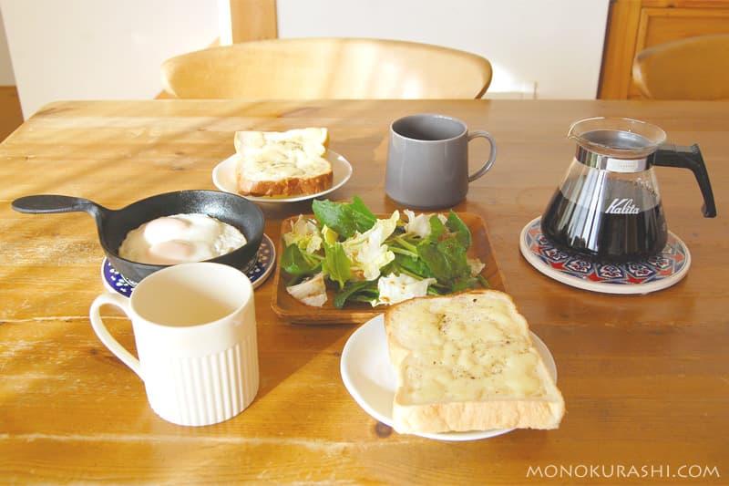 スキレットのある朝食風景