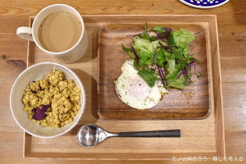 グラノーラの朝食