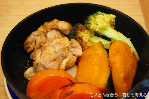スキレットで鶏肉と野菜の焼き物