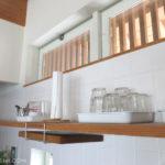 キッチン収納の見直し(3) 造り付けの棚に置くものを考える