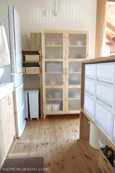 新しい食器棚を置いたキッチン