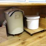【収納公開】カウンター下の収納。床置きはキャスターをつけて掃除をしやすくする