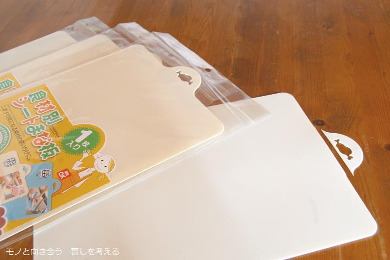 セリアで買ってきたまな板を食器棚シートに使う