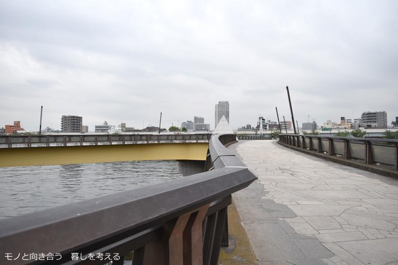 Xの形をした桜橋