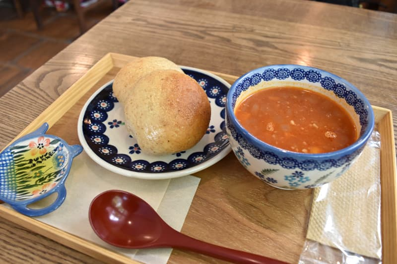 cafe サルンポヮク ミネストローネと天然酵母パン