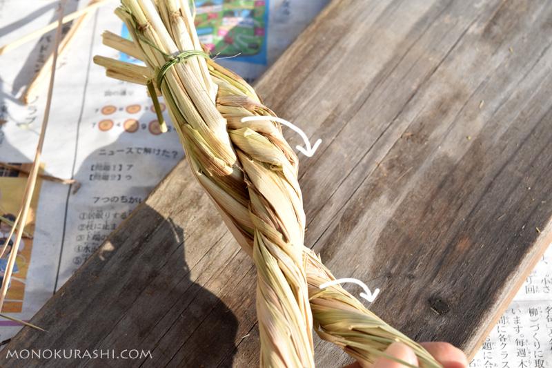 しめ縄の作り方。わらをねじりながら編む
