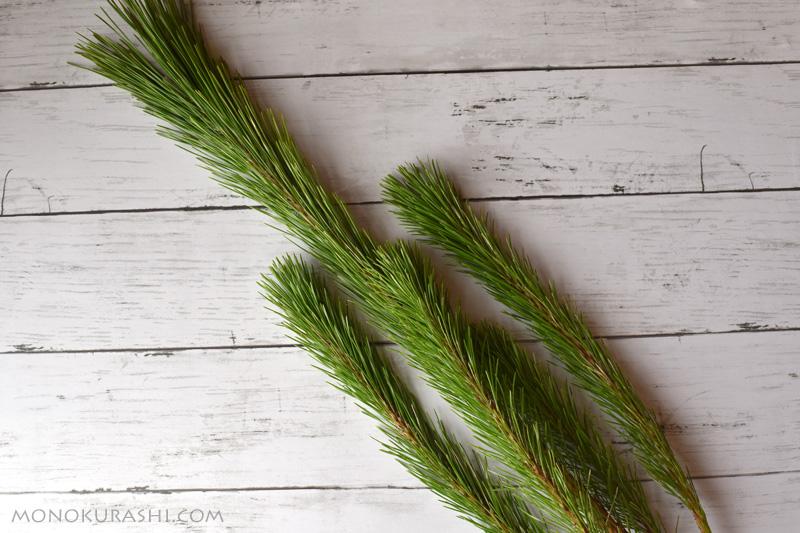 しめ縄の作り方。飾りに使う枝若松