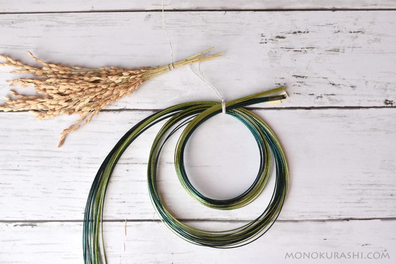 しめ縄の作り方。稲穂と水引を下準備