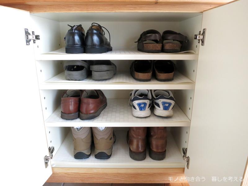 下駄箱。夫の靴たち