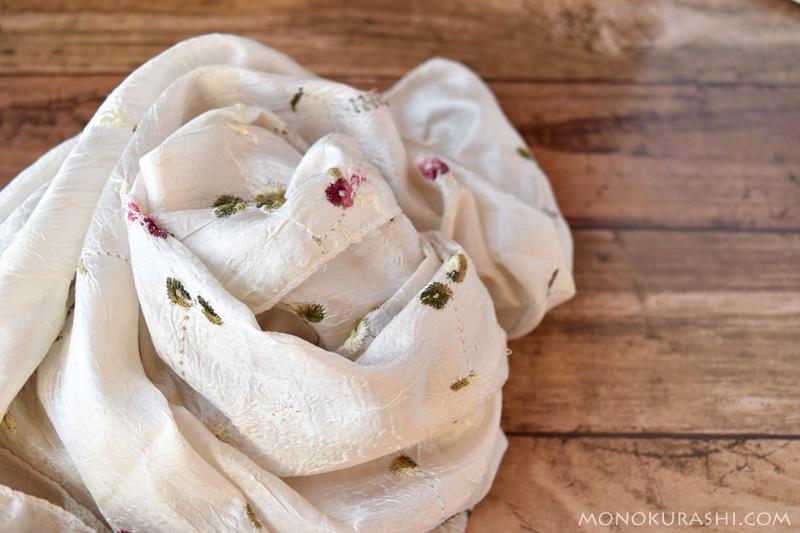 小花柄のシルクのスカーフ